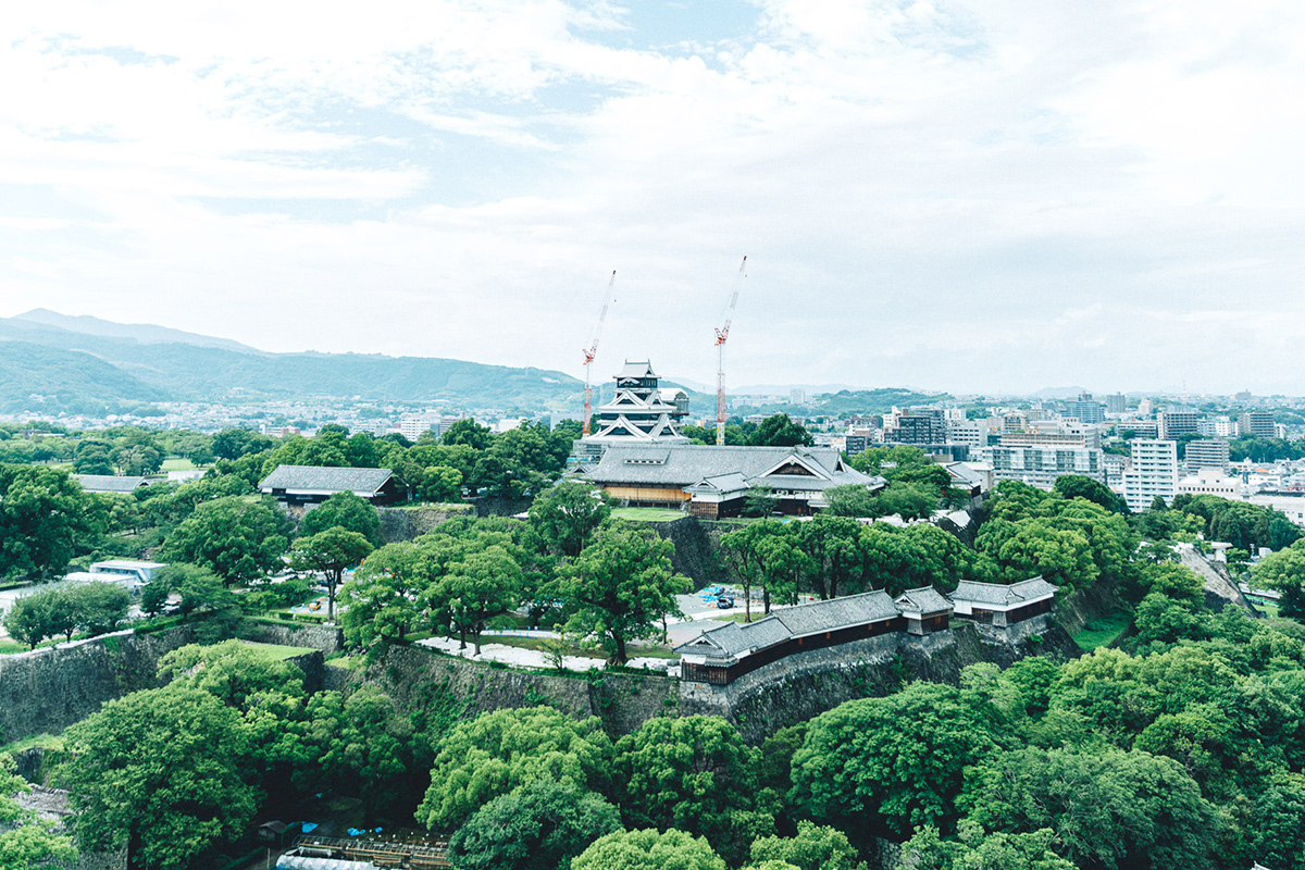 熊本市役所からのぞむ熊本城